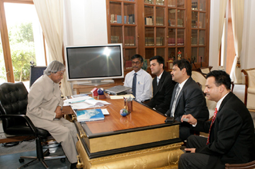Former President Dr. A.P.J. Abdul Kalam discusses digital technology with Sanjay Gaikwad (MD), Kapil Agarwal (JMD) and Raaja Kanwar (Director).