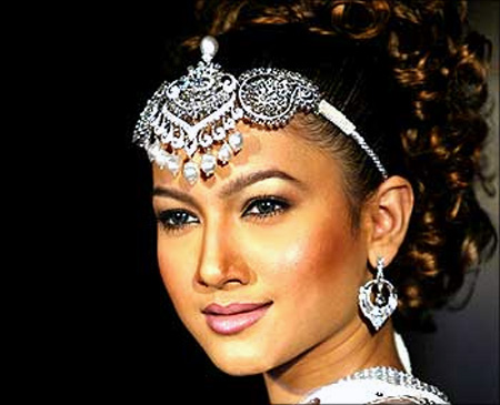 Model Gauhar Khan displays hand-crafted diamond jewellery.