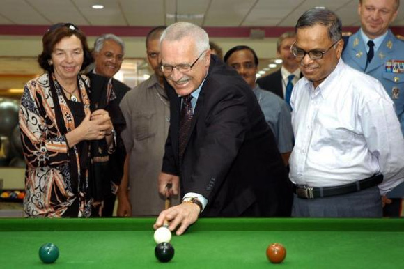 Vaclav Klaus (C), President of the Czech Republic, plays billiards as his wife Livia Klausova (L) and Narayana Murthy (R, white shirt) watch during his visit to the Infosys campus in Bangalore November 10, 2005.