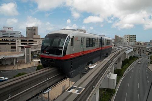 Okinawa monorail Yui Rail.