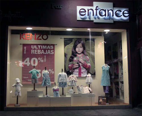 A store offers 40 to 50 percent discount on its products in Mexico City.