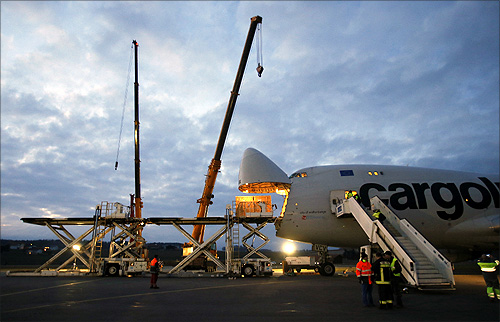 Workers load the Solar Impulse aircraft into a Cargolux Boeing 747 cargo aircraft at Payerne airport.