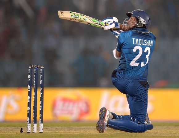 Tillakaratne Dilshan attempts the 'Dil-scoop'
