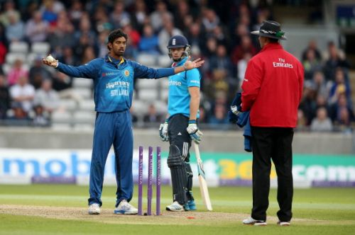 Sachithra Senanayake of Sri Lanka appeals to the umpire for a run out of Jos Buttler at the non strikers end