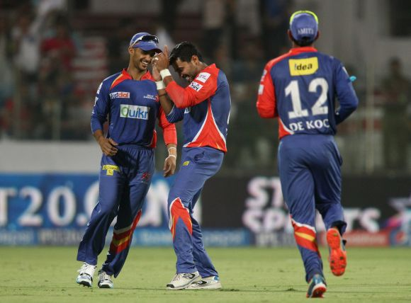Murali Vijay celebrates after taking a catch