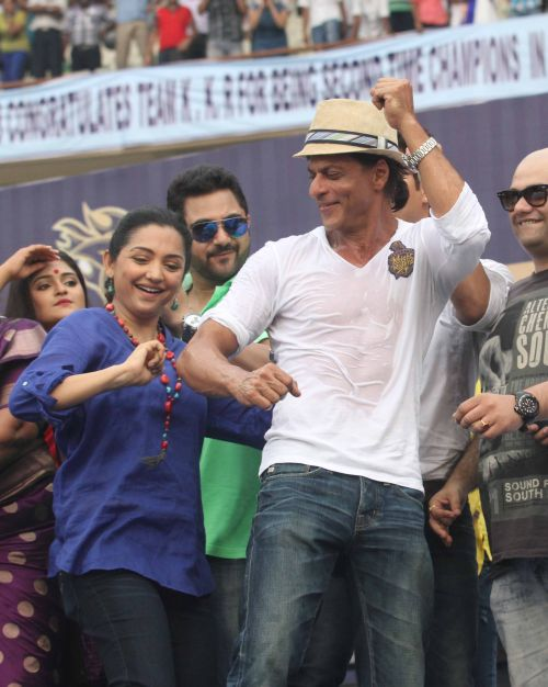 Shah Rukh Khan dances during the felicitation ceremony.