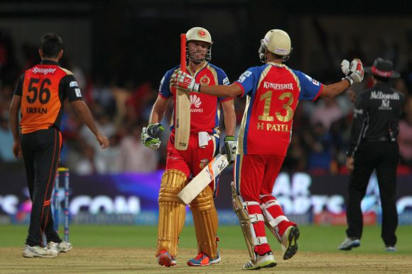 AB de Villers celebrates after winning the game for Royal Challengers Bangalore