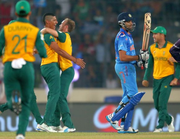 Beuran Hendricks celebrates after dismissing Rohit Sharma