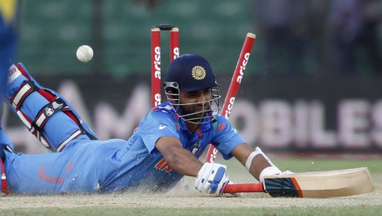 Ajinkya Rahane dives to avoid run out