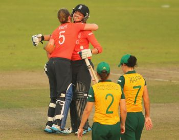 England eves cruise to World T20 final
