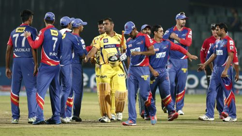 MS Dhoni shakes hands after wining the game