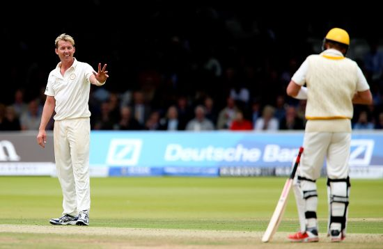 Brett Lee of MCC apologises to Shane Warne of Rest of the World after striking him with a delivery