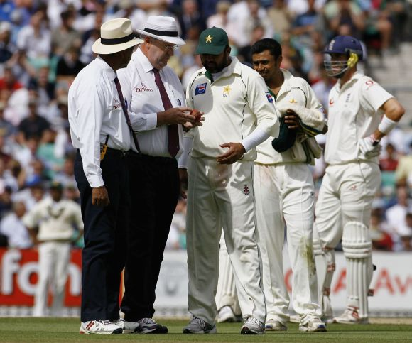 Umpire Darrell Hair, second from left, speaks to Inzamam-ul Haq, third from left.