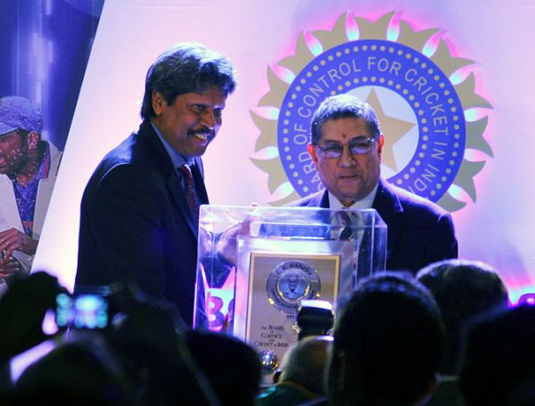 Kapil Dev recieves award from N Srinivasan