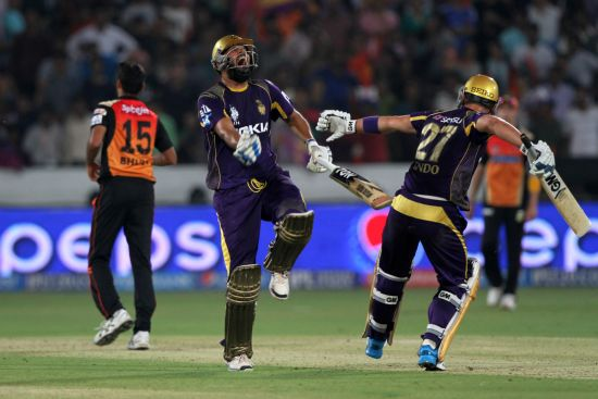 Yusuf Pathan and Ryan ten Doeschate celebrate after winning the game for Kolkata.