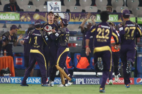 Morne Morkel celebrates after taking a catch.