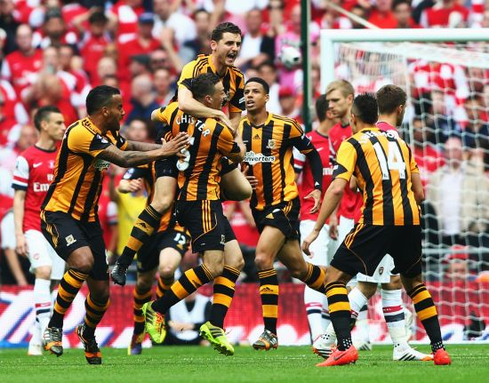 ames Chester of Hull City (5) celebrates with team mates as he scores their first goal during the FA Cup