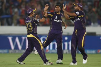 Kolkata keep play-off hopes alive with easy win over Sunrisers