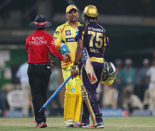 MS Dhoni shakes hands with Shakib al Hasan after the match