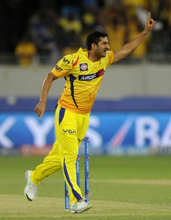 McCullum, Mohit guide CSK to third consecutive win