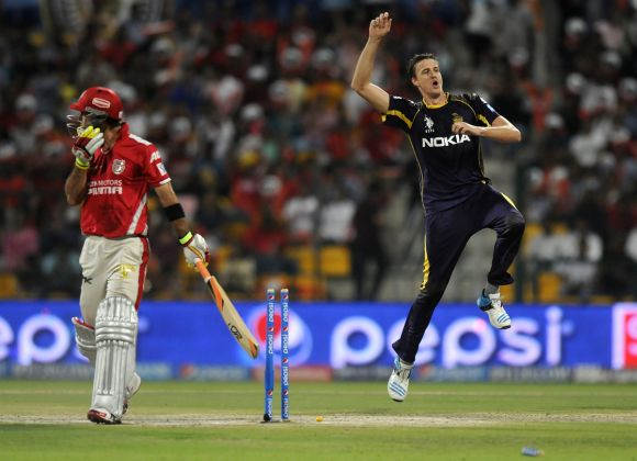 Morne Morkel celebrates after dismissing Glen Maxwell