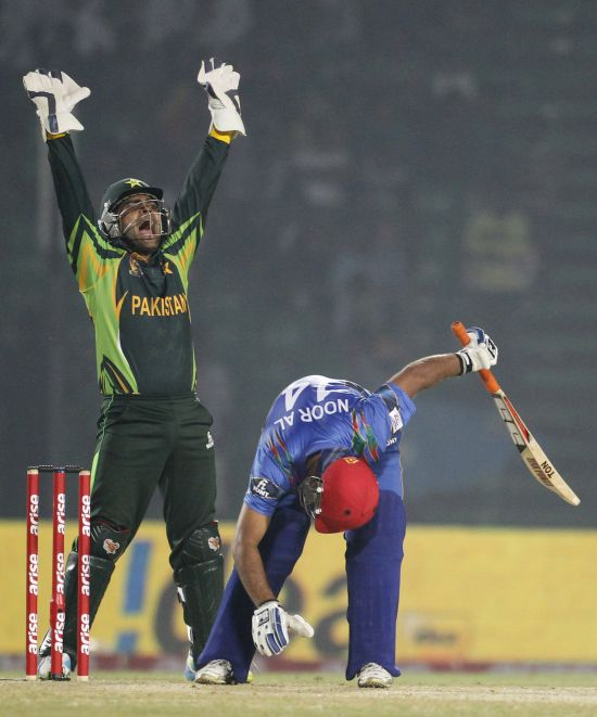 Umar Akmal appeals for the wicket of Noor Ali