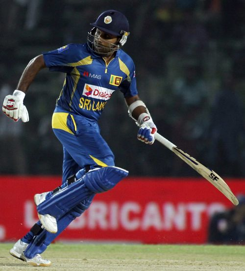 Mahela Jayawardene runs between the wickets