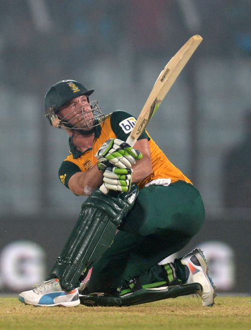 De Villiers delivers to put South Africa in semis