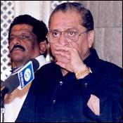 Jagmohan Dalmiya addressing the press