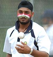 http://im.rediff.com/cricket/2003/oct/08bajji2.jpg