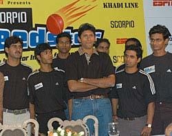 Venkatesh Prasad (centre) with the Scorpio Speedster contestants