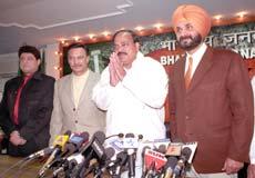 (From L - R) Gajendra Chauhan, Suresh Oberoi, BJP president Venkaiah Naidu and Navjot Singh Sidhu