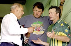 Raman Subba Row (left) discusses crowd trouble with Australian captain Steve Waugh (right) and coach Geoff Marsh
