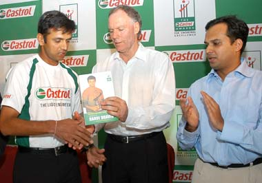 Rahul Dravid (left) with Greg Chappell and author Devendra Prabhudesai