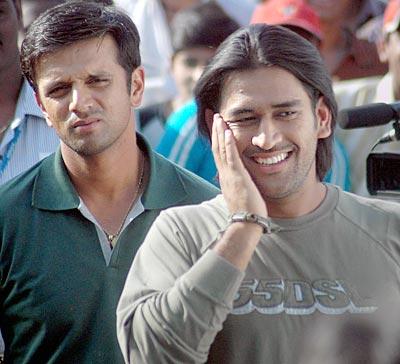 http://im.rediff.com/cricket/2007/sep/20dhoni.jpg