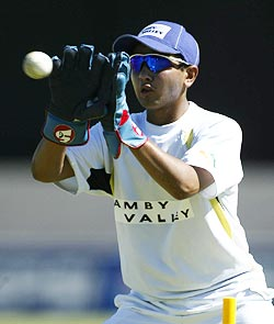 Rediff Sports - Cricket, Indian hockey, Tennis, Football, Chess, Golf - With Saha still down, Parthiv to play Mumbai Test
