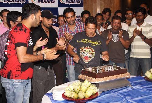 Birthday Cake Images Sachin : rediff.com: Tendulkar s birthday bash in Durban
