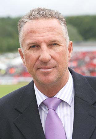 http://im.rediff.com/cricket/2009/dec/10botham.jpg