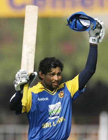 Tillakaratne Dilshan celebrates completing his century