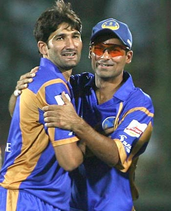 Mohammad Kaif, right, with Sohail Tanvir in the IPL.