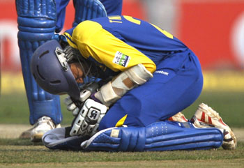 Tillakaratne Dilshan grimaces in pain after being hit by Ashish Nehra