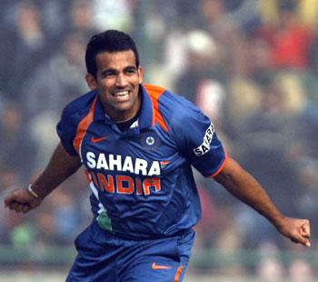 Zaheer Khan celebrates Upul Tharanga's wicket