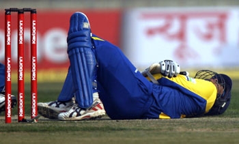 Tillakaratne Dilshan grimaces in pain