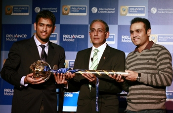 ICC chief Haroon Lorgat presents the Test Championship mace to Mahendra Singh Dhoni and Virender Sehwag