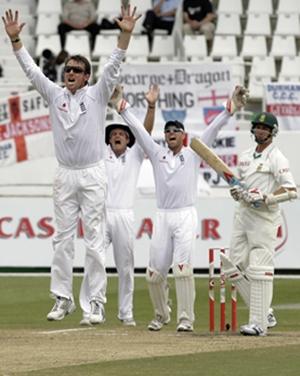 Graeme Swann celebrates