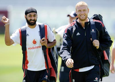 England's Andrew Flintoff (right) walks to the nets with Monty Panesar during a training session before the second Ashes Test against Australia at Lord's