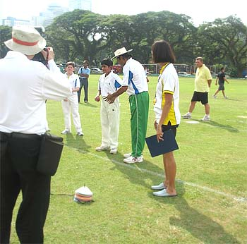 Kapil Dev giving tips to Vaikunth