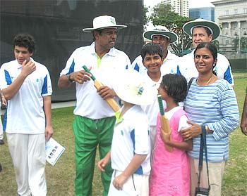 Kapil Dev along with Vaikunth and his mother and sister
