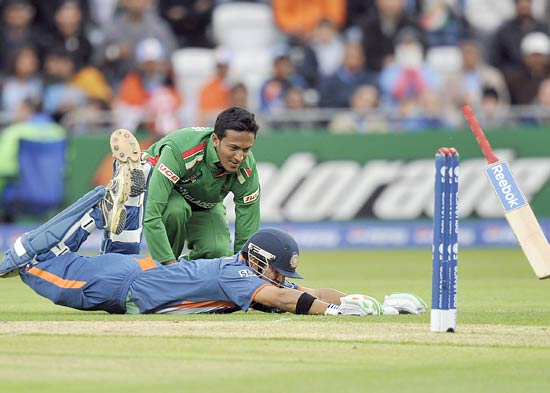 Mahendra Singh Dhoni dives to complete a run