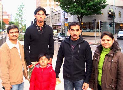 Ishant Sharma and Gautam Gambhir along with Shivanand B Patil and his family